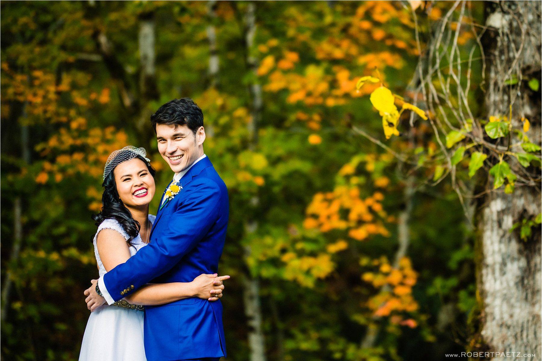 A fall micro wedding at the Wallace Falls Lodge in Washington (near Seattle), photographed by the destination wedding photographer, Robert Paetz.